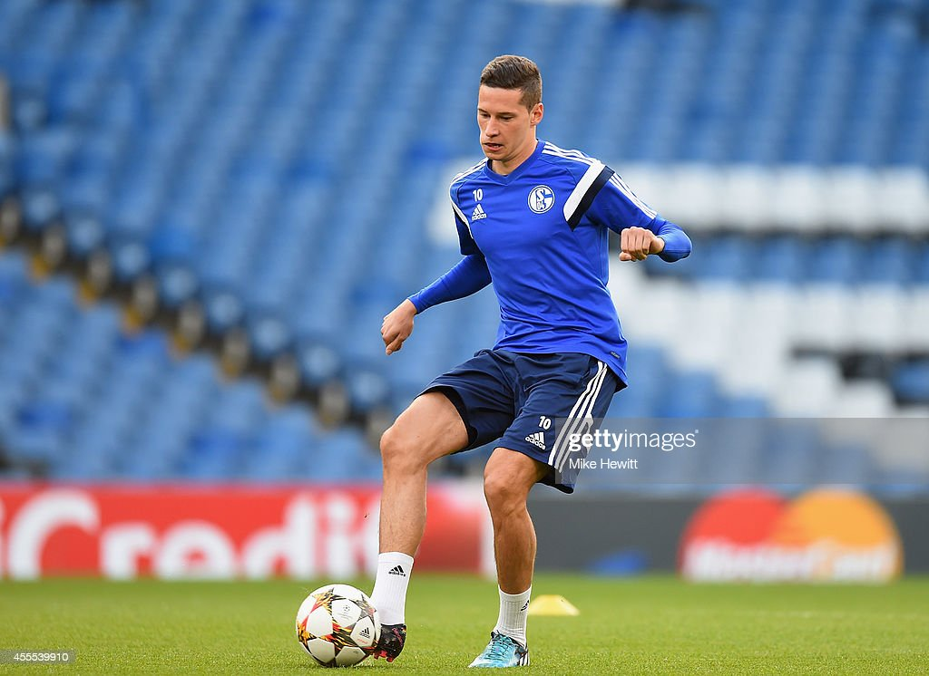 <a gi-track='captionPersonalityLinkClicked' href=/galleries/search?phrase=Julian+Draxler&family=editorial&specificpeople=7184479 ng-click='$event.stopPropagation()'>Julian Draxler</a> of Schalke in action during a FC Schalke 04 training session ahead of the UEFA Champions League Group G match between Chelsea and FC Schalke 04 at Stamford Bridge on September 16, 2014 in London, United Kingdom.