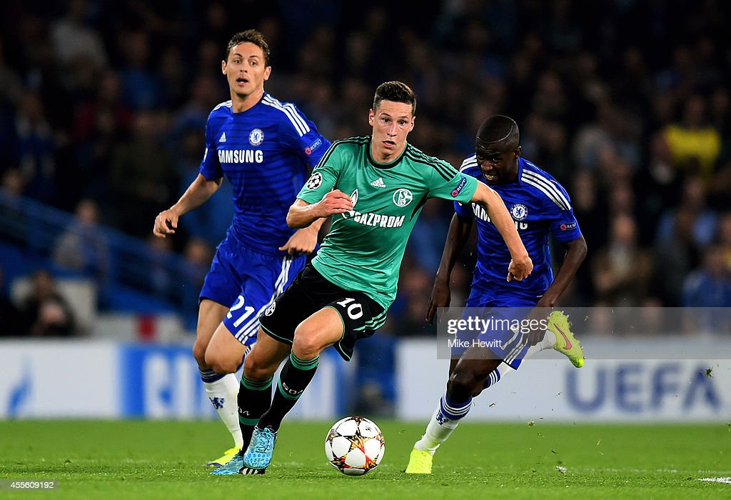 <a gi-track='captionPersonalityLinkClicked' href=/galleries/search?phrase=Julian+Draxler&family=editorial&specificpeople=7184479 ng-click='$event.stopPropagation()'>Julian Draxler</a> of Schalke is pursued by Nemanja Matic (L) of Chelsea and Ramires (R) of Chelsea during the UEFA Champions League Group G match between Chelsea and FC Schalke 04 on September 17, 2014 in London, United Kingdom.