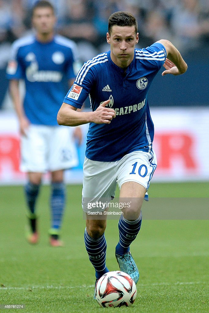 <a gi-track='captionPersonalityLinkClicked' href=/galleries/search?phrase=Julian+Draxler&family=editorial&specificpeople=7184479 ng-click='$event.stopPropagation()'>Julian Draxler</a> of Schalke runs with the ball during the Bundesliga match between FC Schalke 04 and Eintracht Frankfurt at Veltins Arena on September 20, 2014 in Gelsenkirchen, Germany.