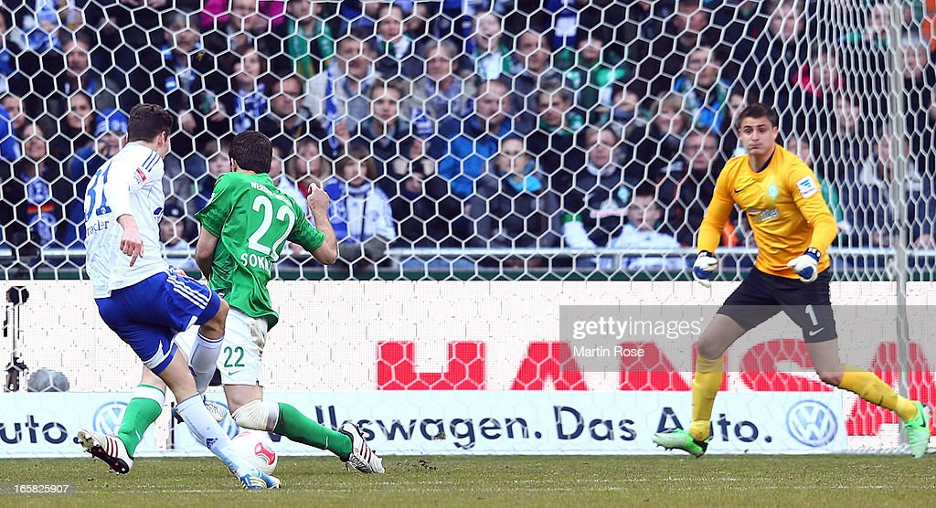 Julian Draxler of Schalke scores his team's opening goal during the Bundesliga match between Werder Bremen and FC Schalke 04 at Weser Stadium on April 6, 2013 in Bremen, Germany.