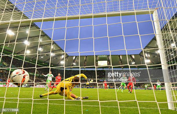 Julian Draxler of VfL Wolfsburg beats goalkeeper Timo Horn of Cologne to score their first goal during the Bundesliga match between VfL Wolfsburg and...