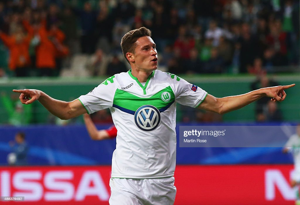 <a gi-track='captionPersonalityLinkClicked' href=/galleries/search?phrase=Julian+Draxler&family=editorial&specificpeople=7184479 ng-click='$event.stopPropagation()'>Julian Draxler</a> of VfL Wolfsburg celebrates as he scores their first goal during the UEFA Champions League Group B match between VfL Wolfsburg and PFC CSKA Moskva at Volkswagen Arena on September 15, 2015 in Wolfsburg, Germany.