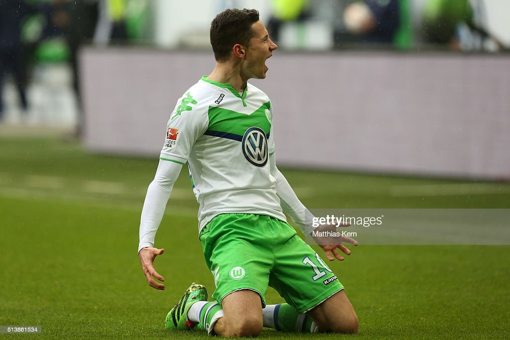 <a gi-track='captionPersonalityLinkClicked' href=/galleries/search?phrase=Julian+Draxler&family=editorial&specificpeople=7184479 ng-click='$event.stopPropagation()'>Julian Draxler</a> of Wolfsburg jubilates after scoring the first goal during the Bundesliga match between VFL Wolfsburg and Borussia Moenchengladbach at Volkswagen Arena on March 5, 2016 in Wolfsburg, Germany.