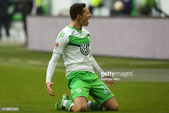 Julian Draxler of Wolfsburg jubilates after scoring the first goal during the Bundesliga match between VFL Wolfsburg and Borussia Moenchengladbach at...