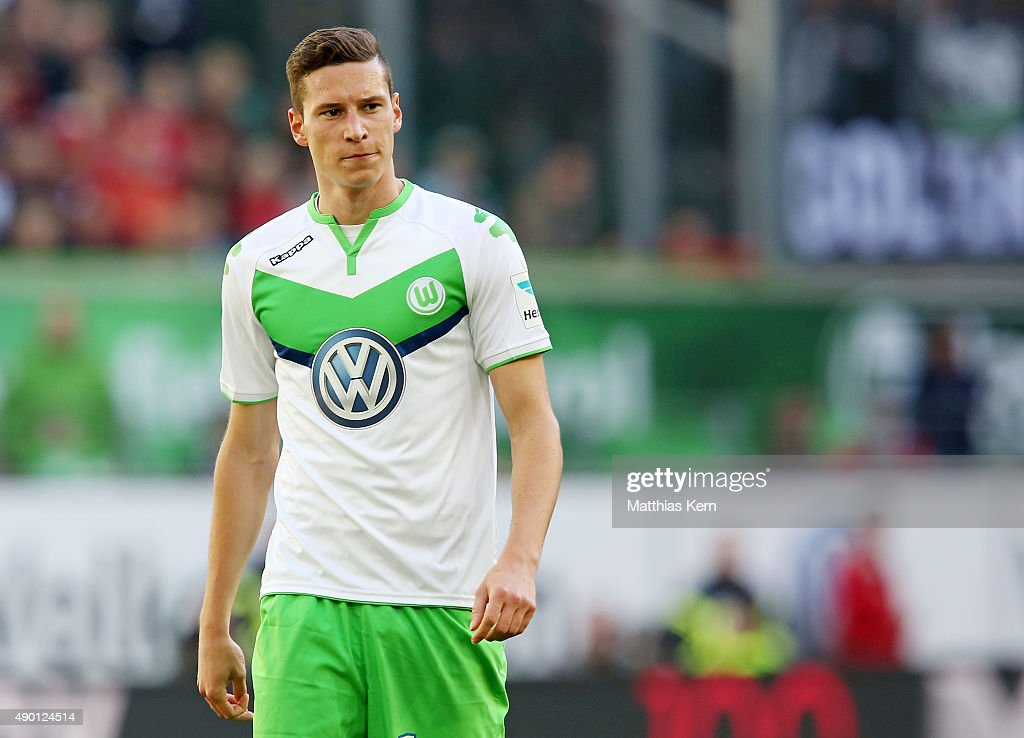 <a gi-track='captionPersonalityLinkClicked' href=/galleries/search?phrase=Julian+Draxler&family=editorial&specificpeople=7184479 ng-click='$event.stopPropagation()'>Julian Draxler</a> of Wolfsburg looks on during the Bundesliga match between VFL Wolfsburg and Hannover 96 at Volkswagen Arena on September 26, 2015 in Wolfsburg, Germany.