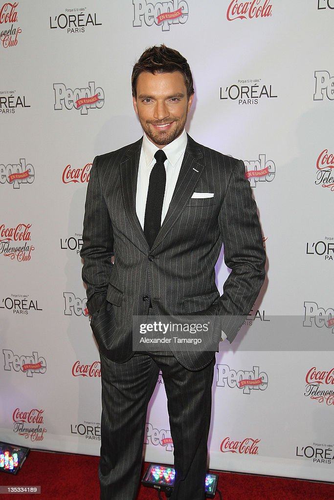 Julian Gil attends People en Espanol's Las Estrellas del Ano 2011 at Rubell Family Collection on December 8, 2011 in Miami, Florida.