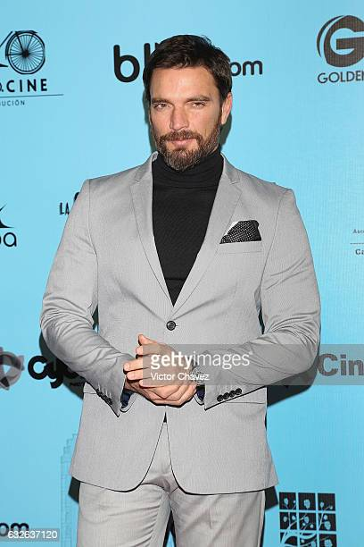 Julian Gil attends the 'El Tamano Si Importa' Mexico City premiere red carpet at Cinepolis Oasis Coyoacan on January 24 2017 in Mexico City Mexico