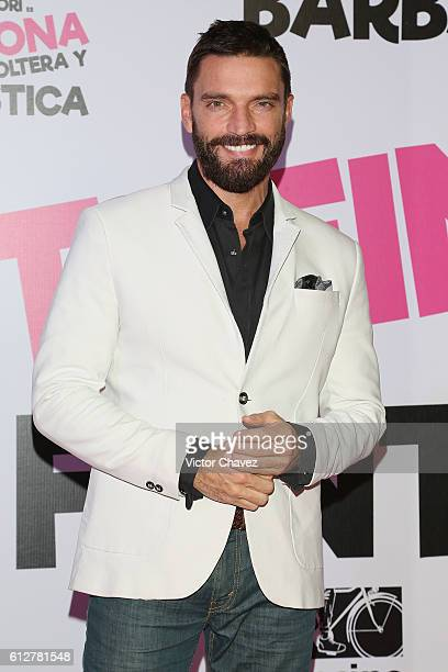Julian Gil attends the 'Treintona Soltera Y Fantastica' Mexico City premiere at Cinemex Antara Polanco on October 4 2016 in Mexico City Mexico