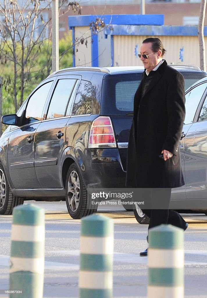 <a gi-track='captionPersonalityLinkClicked' href=/galleries/search?phrase=Julian+Munoz&family=editorial&specificpeople=885022 ng-click='$event.stopPropagation()'>Julian Munoz</a> arrives at Malaga court in the last day for the ongoing trial for alleged money-laundering and embezzlement on January 29, 2013 in Malaga, Spain. The 2006 scandal has put nearly 100 people on trial for alleged involvement in bribes to city officials by property developers for planning permissions.
