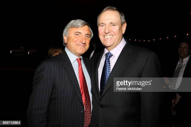 Julian Niccolini and Walter Anderson attend PARADE MAGAZINE and SI Newhouse Jr honor Walter Anderson at The 4 Seasons Grill Room on March 31 2009 in...