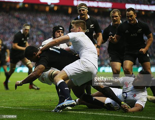 Julian Savea of New Zealand goes over to score a try during the QBE International match between England and New Zealand at Twickenham Stadium on...