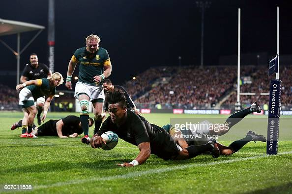 Julian Savea of New Zealand scores a try against Bryan Habana of South Africa during the Rugby Championship match between the New Zealand All Blacks...