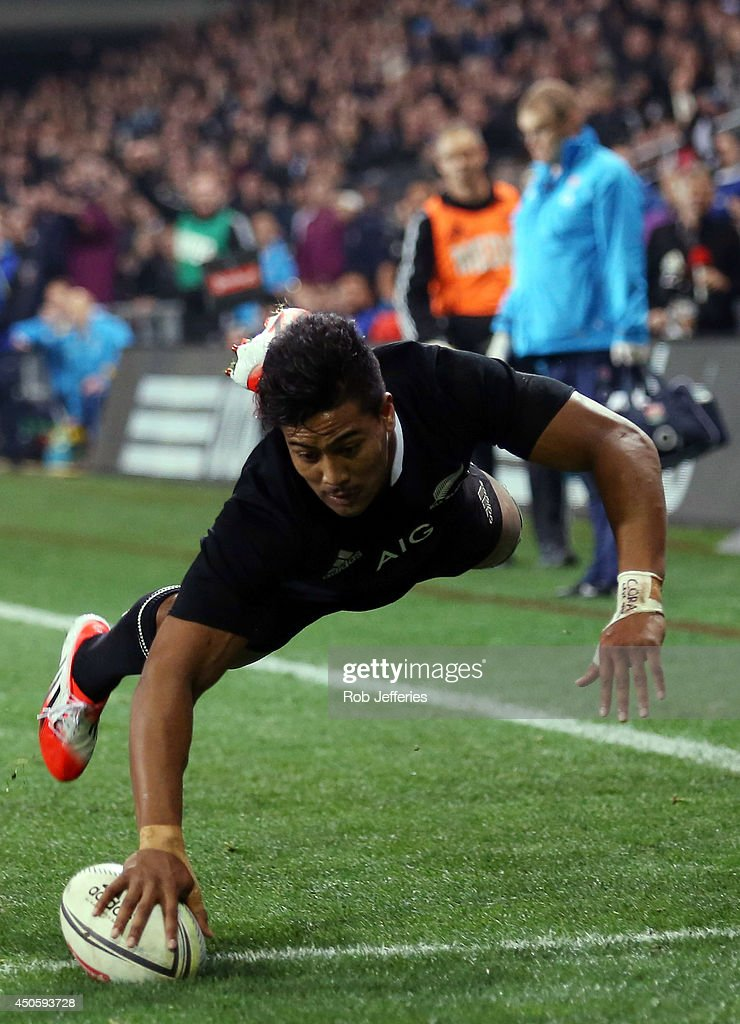 <a gi-track='captionPersonalityLinkClicked' href=/galleries/search?phrase=Julian+Savea&family=editorial&specificpeople=5780264 ng-click='$event.stopPropagation()'>Julian Savea</a> of New Zealand scores a try during the International Test Match between the New Zealand All Blacks and England at Forsyth Barr Stadium on June 14, 2014 in Dunedin, New Zealand.