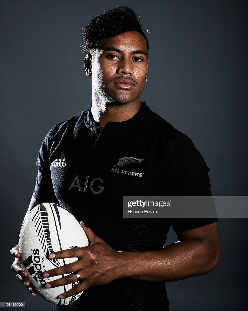 <a gi-track='captionPersonalityLinkClicked' href=/galleries/search?phrase=Julian+Savea&family=editorial&specificpeople=5780264 ng-click='$event.stopPropagation()'>Julian Savea</a> of the All Blacks poses during a New Zealand All Blacks portrait session on October 26, 2014 in Auckland, New Zealand.