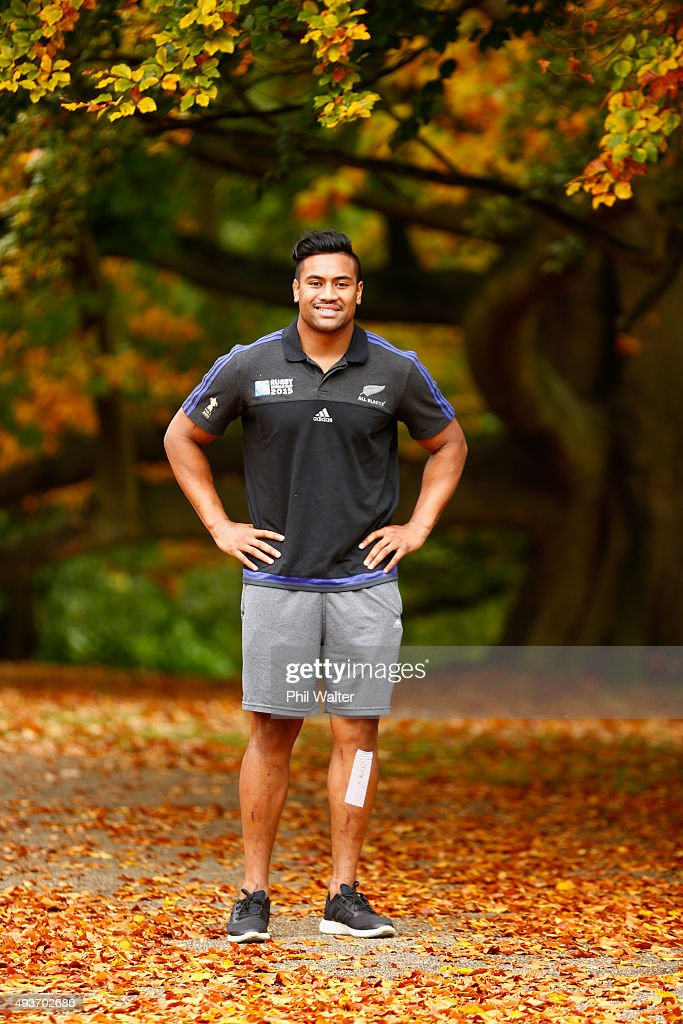 <a gi-track='captionPersonalityLinkClicked' href=/galleries/search?phrase=Julian+Savea&family=editorial&specificpeople=5780264 ng-click='$event.stopPropagation()'>Julian Savea</a> of the All Blacks poses for a portrait following a New Zealand All Blacks media session at the Oatlands Park hotel on October 22, 2015 in London, United Kingdom.