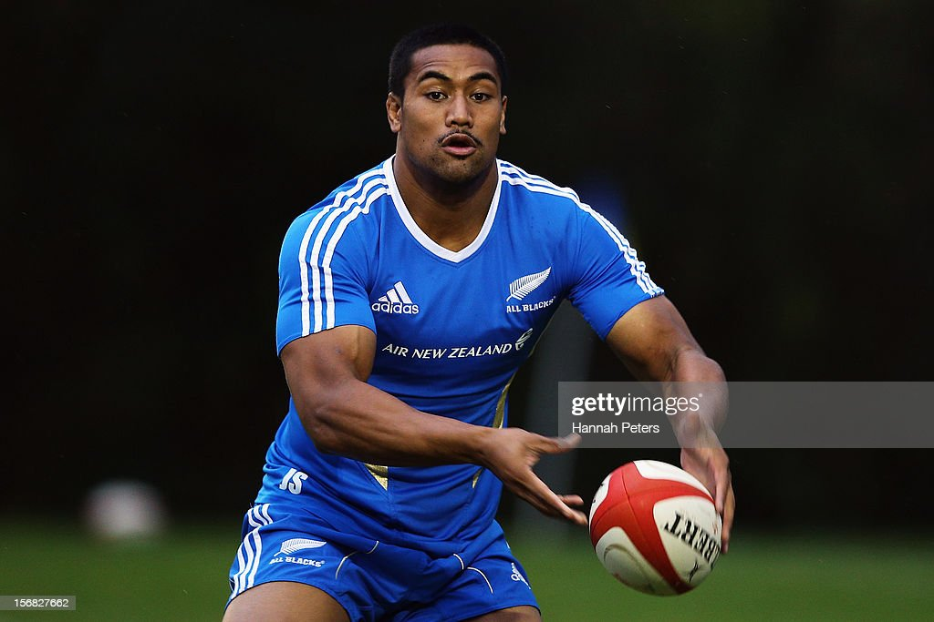 <a gi-track='captionPersonalityLinkClicked' href=/galleries/search?phrase=Julian+Savea&family=editorial&specificpeople=5780264 ng-click='$event.stopPropagation()'>Julian Savea</a> of the All Blacks runs through drills during a training session at the University of Glamorgan training fields on November 22, 2012 in Cardiff, Wales.
