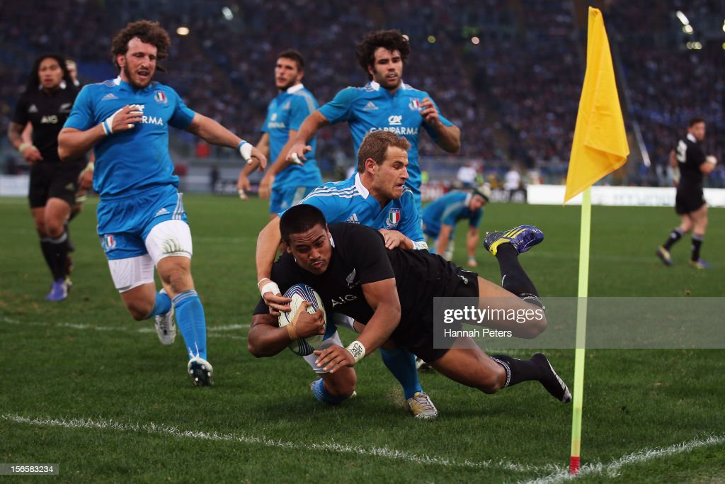<a gi-track='captionPersonalityLinkClicked' href=/galleries/search?phrase=Julian+Savea&family=editorial&specificpeople=5780264 ng-click='$event.stopPropagation()'>Julian Savea</a> of the All Blacks socres a try during the international rugby match between Italy and New Zealand at Stadio Olimpico on November 17, 2012 in Rome, Italy.