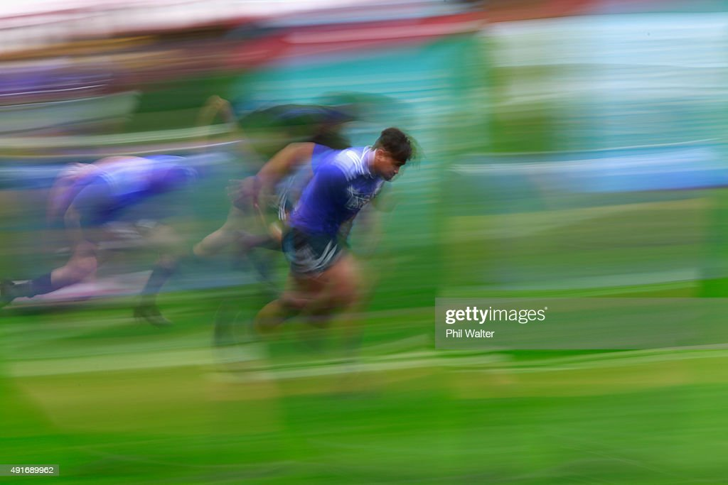 <a gi-track='captionPersonalityLinkClicked' href=/galleries/search?phrase=Julian+Savea&family=editorial&specificpeople=5780264 ng-click='$event.stopPropagation()'>Julian Savea</a> of the All Blacks warms up during a New Zealand All Blacks training session at Mowden Park on October 7, 2015 in Darlington, United Kingdom.