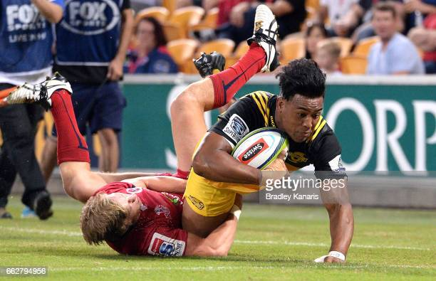 Julian Savea of the Hurricanes scores a try during the Super Rugby round six match between the Reds and the Hurricanes at Suncorp Stadium on April 1...