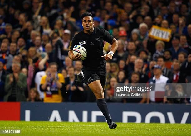 Julian Savea of the New Zealand All Blacks scores his third and his team's sixth try during the 2015 Rugby World Cup Quarter Final match between New...