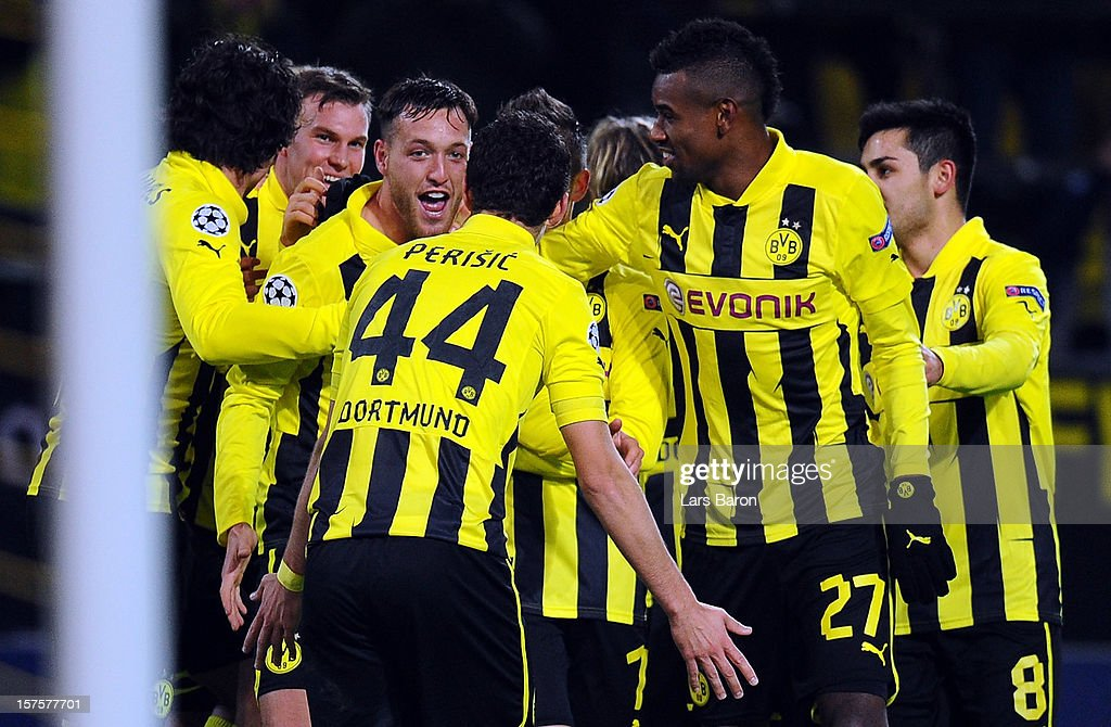 <a gi-track='captionPersonalityLinkClicked' href=/galleries/search?phrase=Julian+Schieber&family=editorial&specificpeople=4272399 ng-click='$event.stopPropagation()'>Julian Schieber</a> of Dortmund celebrates with team mates after scoring his teams first goal during the UEFA Champions League group D match between Borussia Dortmund and Manchester City at Signal Iduna Park on December 4, 2012 in Dortmund, Germany.