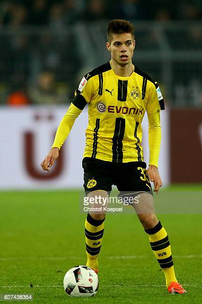Julian Weigl of Dortmund runs with the ball during the Bundesliga match between Borussia Dortmund and Borussia Moenchengladbach at Signal Iduna Park...
