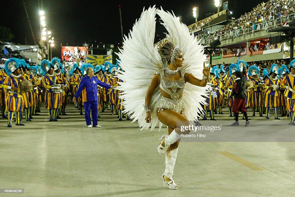 Juliana Alves participates in the parade on the Sambodromo during Rio Carnival on February 16 2015 in Rio de Janeiro Brazil