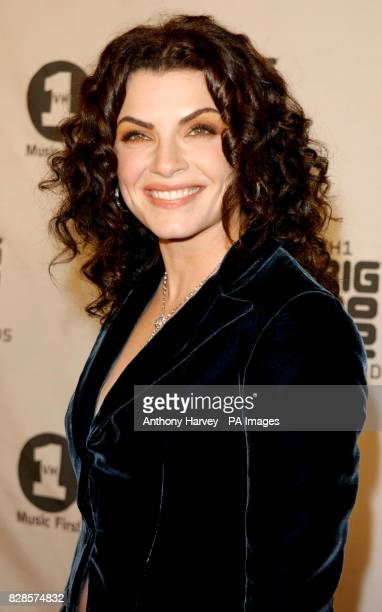 Julianna Margulies arrives at the VH1 Big In 2002 Awards at the Olympic Auditorium Los Angeles