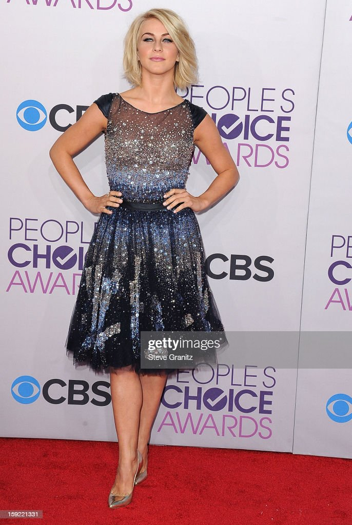 Julianne Hough arrives at the 2013 People's Choice Awards at Nokia Theatre L.A. Live on January 9, 2013 in Los Angeles, California.