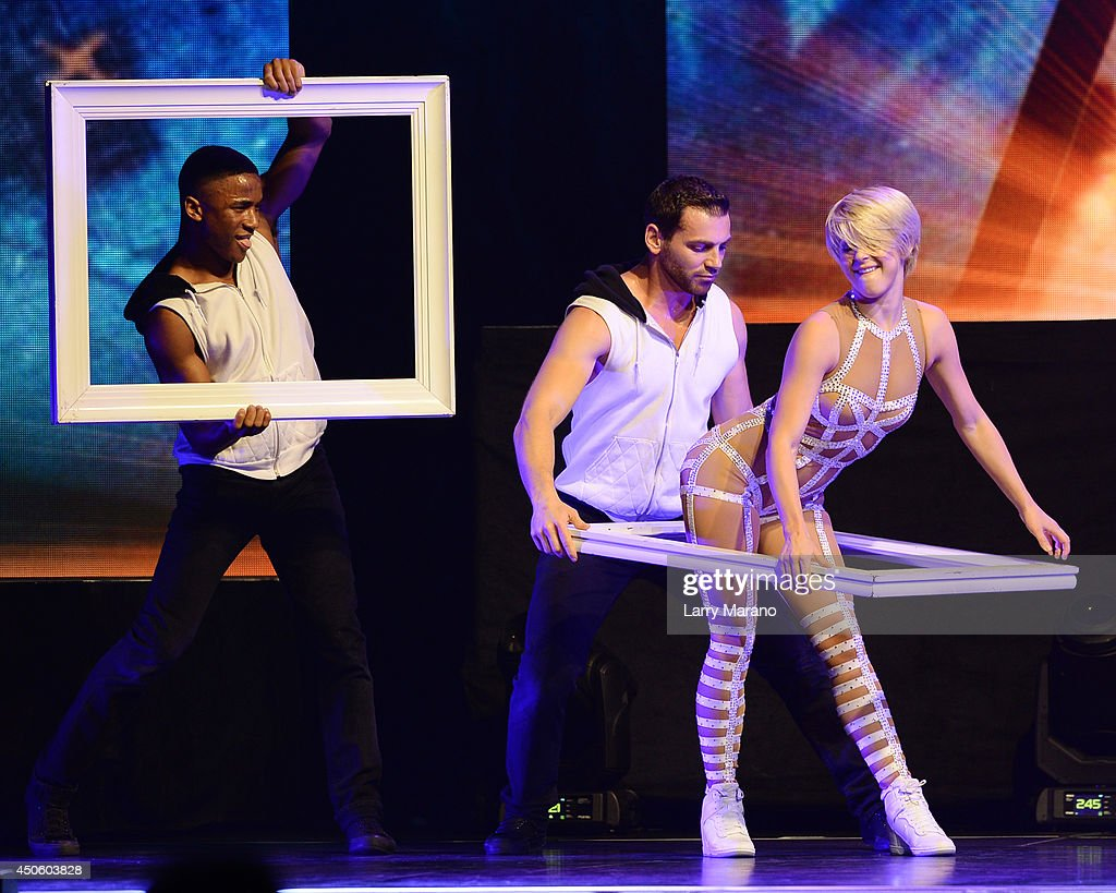Julianne Hough performs MOVE at Hard Rock Live! in the Seminole Hard Rock Hotel & Casino on June 13, 2014 in Hollywood, Florida.