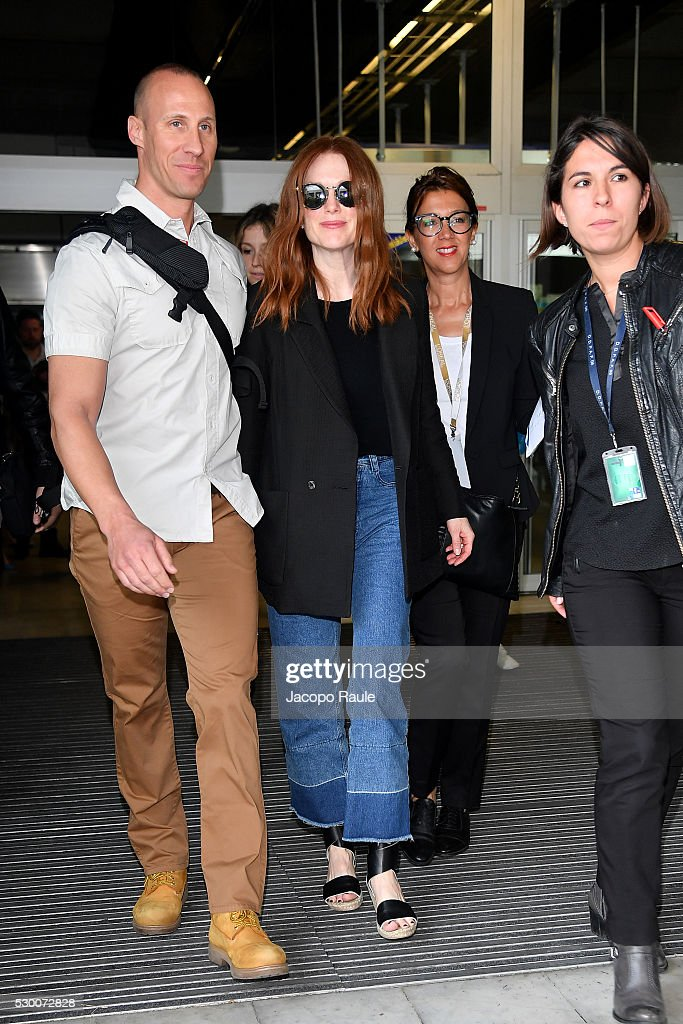 julianne-moore-arrives-at-nice-airport-during-the-annual-69th-cannes-picture-id530072828