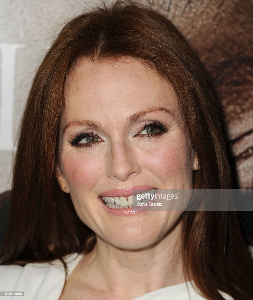 <a gi-track='captionPersonalityLinkClicked' href=/galleries/search?phrase=Julianne+Moore&family=editorial&specificpeople=171555 ng-click='$event.stopPropagation()'>Julianne Moore</a> arrives at the 'Carrie' - Los Angeles Premiere at ArcLight Hollywood on October 7, 2013 in Hollywood, California.