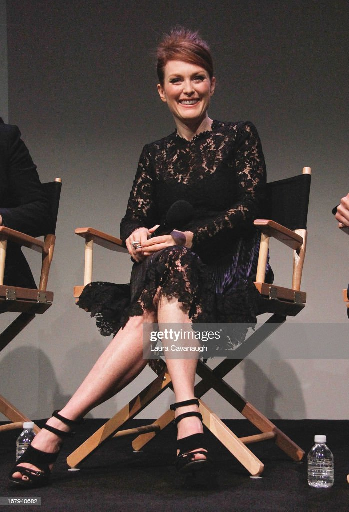 <a gi-track='captionPersonalityLinkClicked' href=/galleries/search?phrase=Julianne+Moore&family=editorial&specificpeople=171555 ng-click='$event.stopPropagation()'>Julianne Moore</a> attends Apple Store Soho Presents Meet The App Developer: <a gi-track='captionPersonalityLinkClicked' href=/galleries/search?phrase=Julianne+Moore&family=editorial&specificpeople=171555 ng-click='$event.stopPropagation()'>Julianne Moore</a> at Apple Store Soho on May 2, 2013 in New York City.