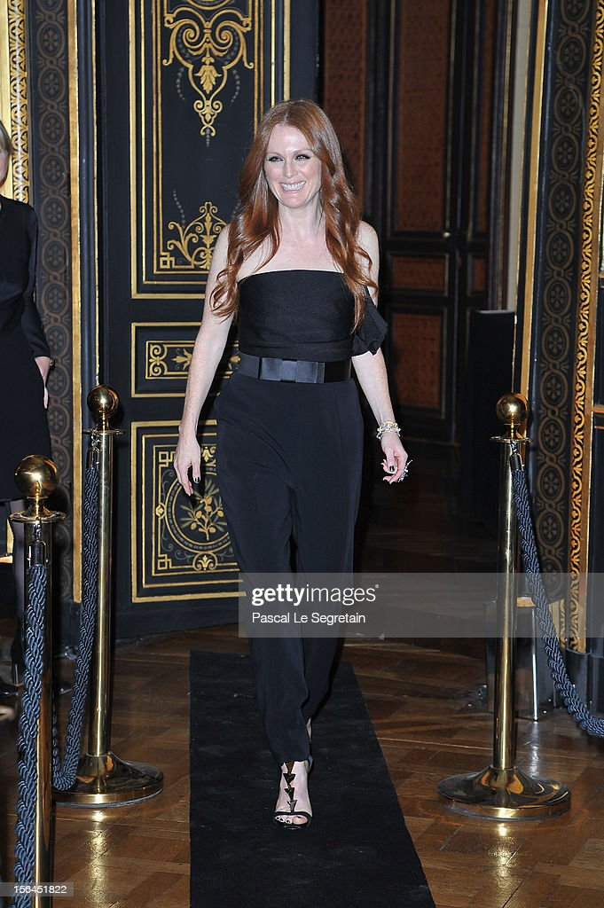 Julianne Moore attends the l'Oreal new egerie presentation at Hotel D'Evreux on November 15, 2012 in Paris, France.
