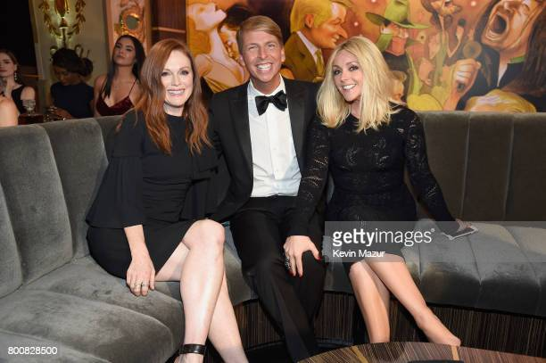 Julianne Moore Jack McBrayer and Jane Krakowski attend 'Spike's One Night Only Alec Baldwin' at The Apollo Theater on June 25 2017 in New York City