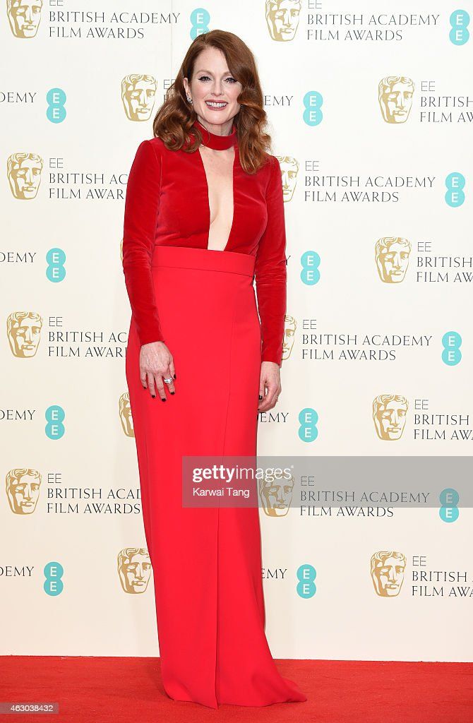 Julianne Moore poses in the winners room at the EE British Academy Film Awards at The Royal Opera House on February 8, 2015 in London, England.