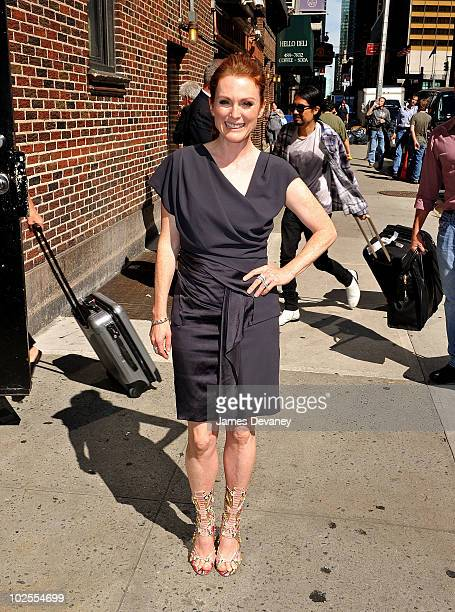 Julianne Moore visits 'Late Show With David Letterman' at the Ed Sullivan Theater on June 30 2010 in New York City