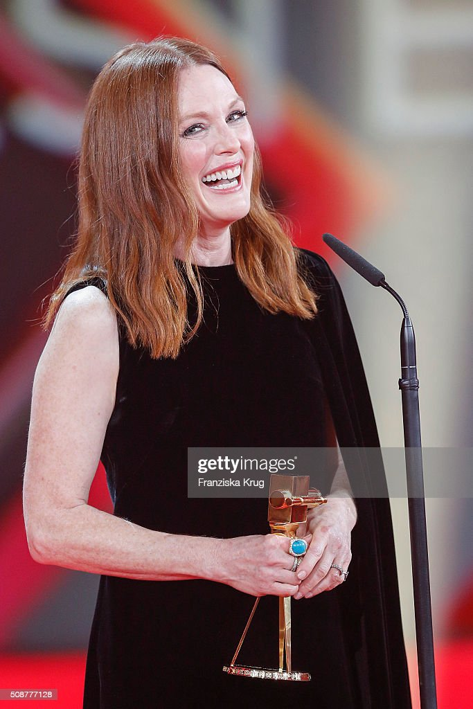 <a gi-track='captionPersonalityLinkClicked' href=/galleries/search?phrase=Julianne+Moore&family=editorial&specificpeople=171555 ng-click='$event.stopPropagation()'>Julianne Moore</a> wins Best International Actress during the Goldene Kamera 2016 on February 6, 2016 in Hamburg, Germany.