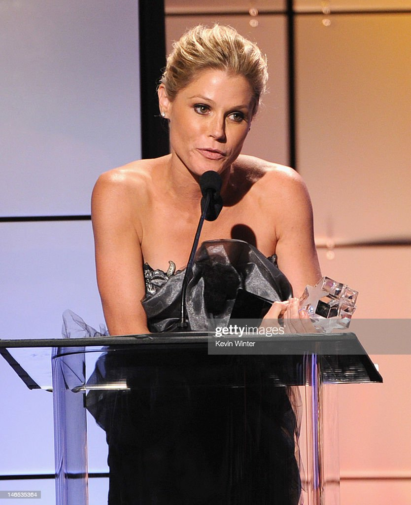<a gi-track='captionPersonalityLinkClicked' href=/galleries/search?phrase=Julie+Bowen&family=editorial&specificpeople=244057 ng-click='$event.stopPropagation()'>Julie Bowen</a> accepts the award for Best Comedy Actress onstage during The Broadcast Television Journalists Association Second Annual Critics' Choice Awards at The Beverly Hilton Hotel on June 18, 2012 in Beverly Hills, California.