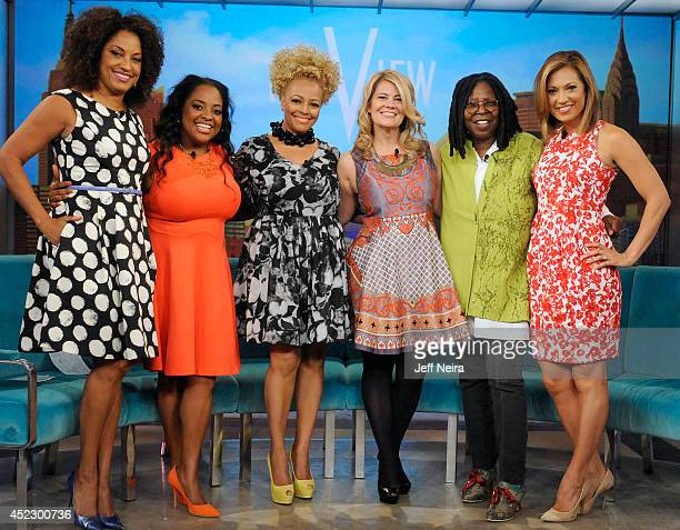 THE VIEW Julie Bowen and former 'Facts of Life' stars Kim Fields and Lisa Whelchel are guests today Thursday July 17 2014 on ABC's 'The View' 'The...