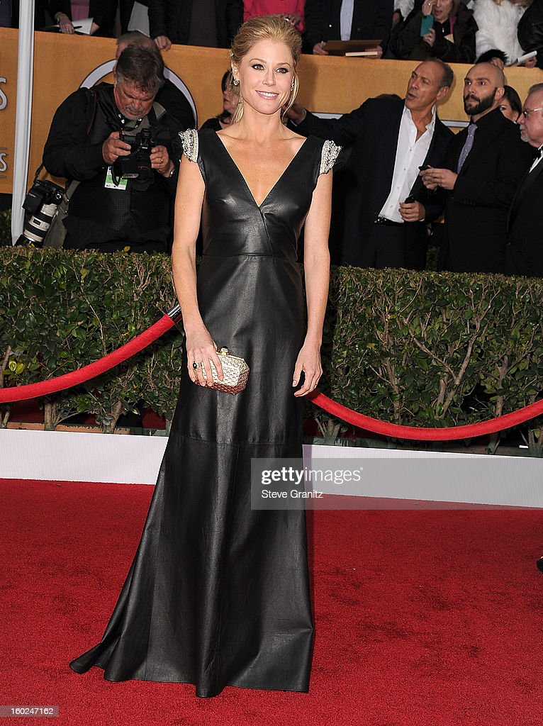 Julie Bowen arrives at the 19th Annual Screen Actors Guild Awards at The Shrine Auditorium on January 27, 2013 in Los Angeles, California.