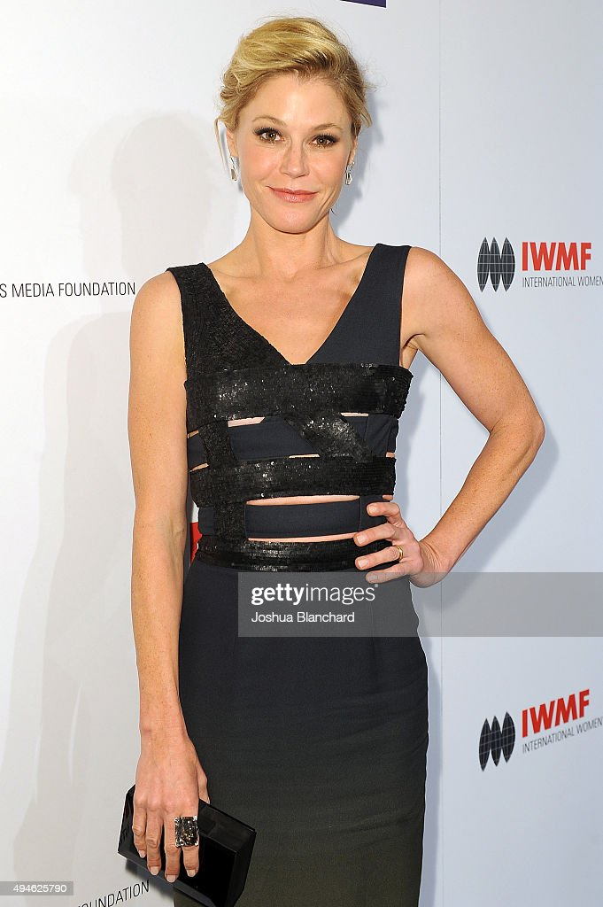 Julie Bowen arrives at the International Women's Media Foundation Courage Awards at the Beverly Wilshire Four Seasons Hotel on October 27, 2015 in Beverly Hills, California.