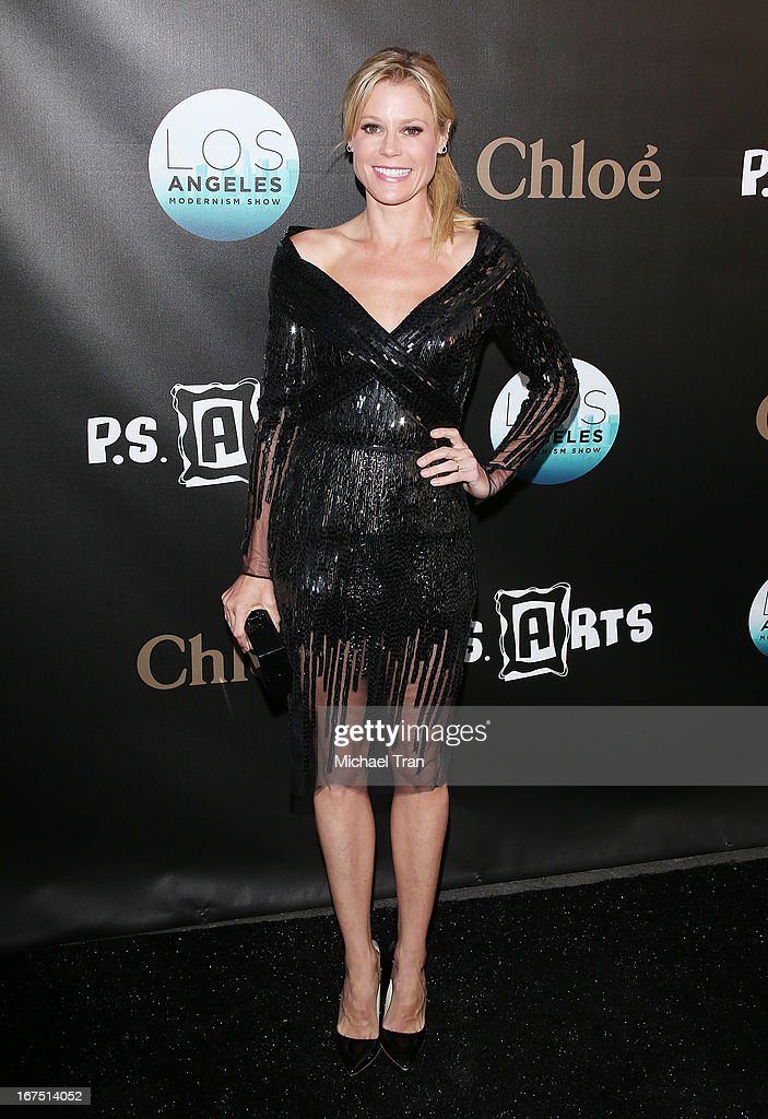<a gi-track='captionPersonalityLinkClicked' href=/galleries/search?phrase=Julie+Bowen&family=editorial&specificpeople=244057 ng-click='$event.stopPropagation()'>Julie Bowen</a> arrives at The Los Angeles Modernism show and sale to benefit P.S. ARTS held at Barker Hangar on April 25, 2013 in Santa Monica, California.