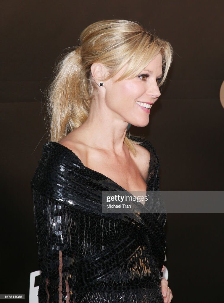 Julie Bowen arrives at The Los Angeles Modernism show and sale to benefit P.S. ARTS held at Barker Hangar on April 25, 2013 in Santa Monica, California.