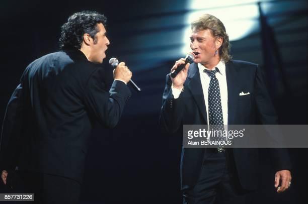 Julien Clerc et Johnny Hallyday aux Victoires de la Musique le 7 fevrier 1994 a Paris France