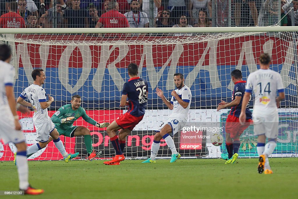 Julien Feret of Caen scores the first goal during the French Ligue 1 match between SM Caen an Bastia at Stade Michel D'Ornano on August 27 2016 in...