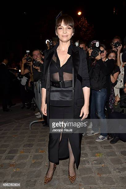 Juliette Binoche arrives at Givenchy Fashion Show during Paris Fashion Week Womenswear SS 2015 on September 28 2014 in Paris France