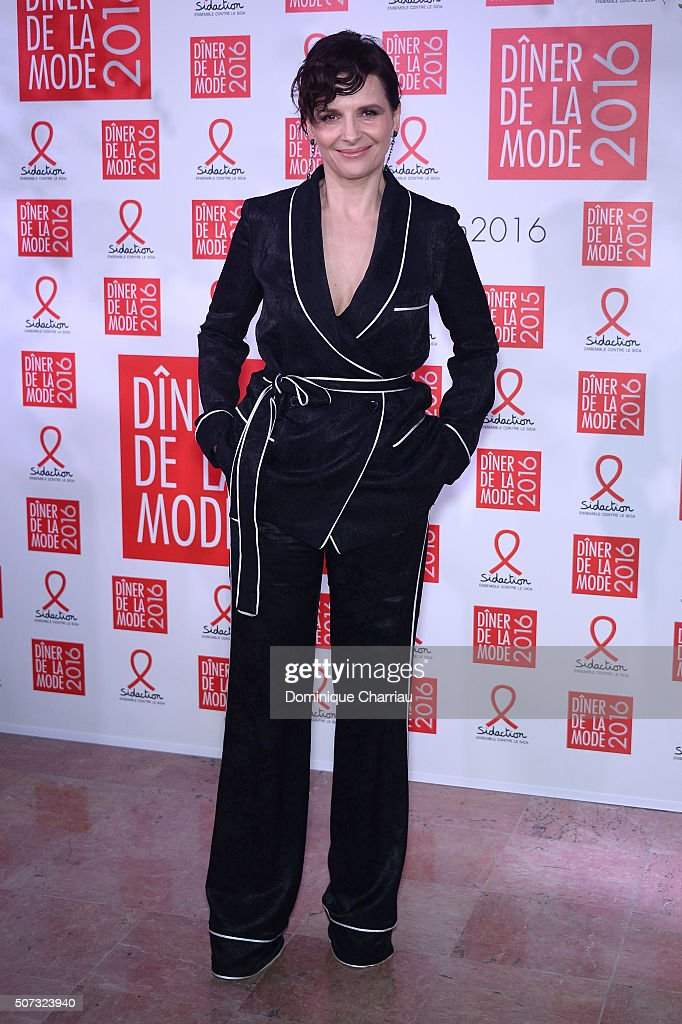 <a gi-track='captionPersonalityLinkClicked' href=/galleries/search?phrase=Juliette+Binoche&family=editorial&specificpeople=209273 ng-click='$event.stopPropagation()'>Juliette Binoche</a> attends the Sidaction Gala Dinner 2016 as part of Paris Fashion Week on January 28, 2016 in Paris, France.