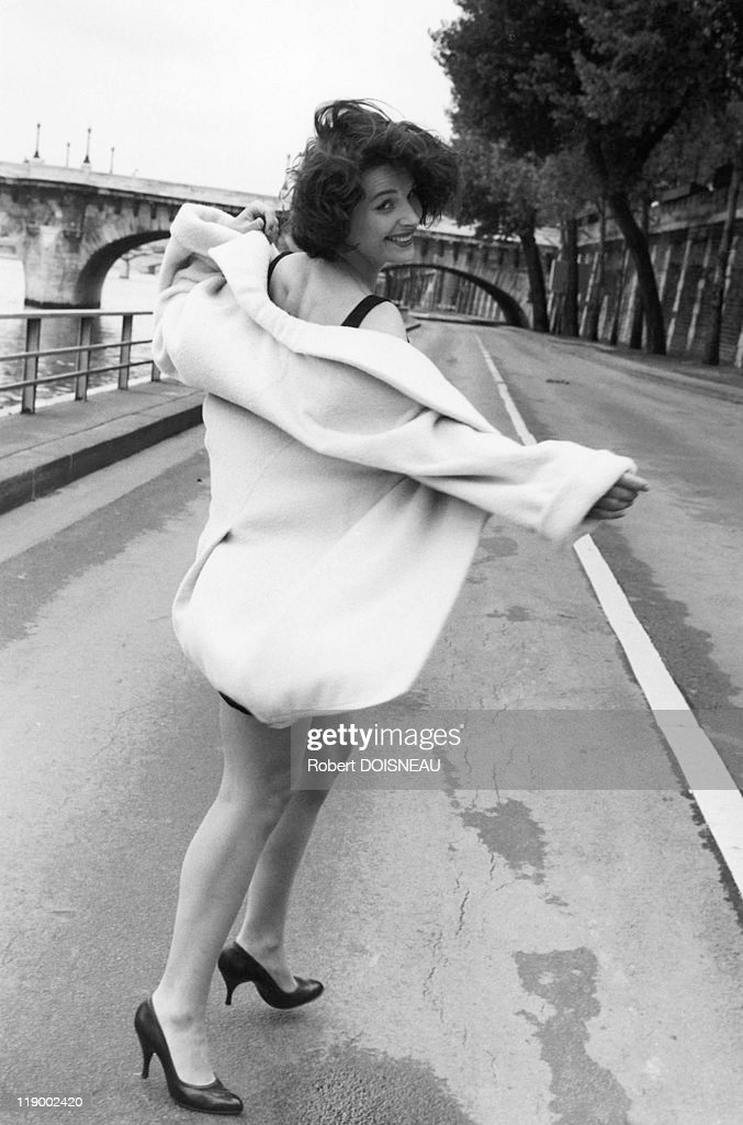 <a gi-track='captionPersonalityLinkClicked' href=/galleries/search?phrase=Juliette+Binoche&family=editorial&specificpeople=209273 ng-click='$event.stopPropagation()'>Juliette Binoche</a> On The Quays Of The River Seine