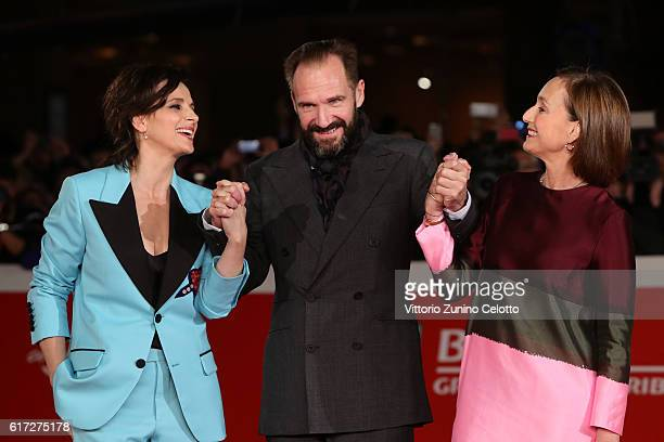 Juliette Binoche Ralph Fiennes and Kristin Scott Thomas and walk a red carpet for 'The English Patient Il Paziente Inglese' during the 11th Rome Film...